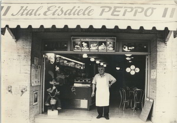 Guiseppe Guarino in front of his ice cream shop in Grafenau