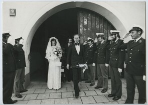 Civil marriage ceremony in Munich. Manfred's colleagues surprised the bridal couple with an honor guard before the civil registrar's office.