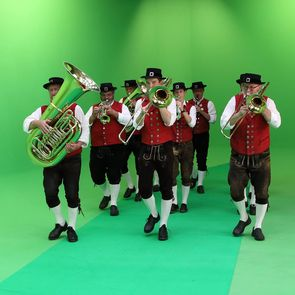 A brass band is a must when recounting Bavarian history in the 360-degree panorama. The Bavarian musicians – here, during filming– are seen and heard in the film.